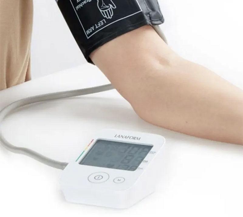 Máy đo huyết áp LanaForm cũng được bình chọn là một trong những máy đo huyết áp review tốt từ các bà nội trợ bởi đây là dòng máy đo huyết áp dễ sử dụng