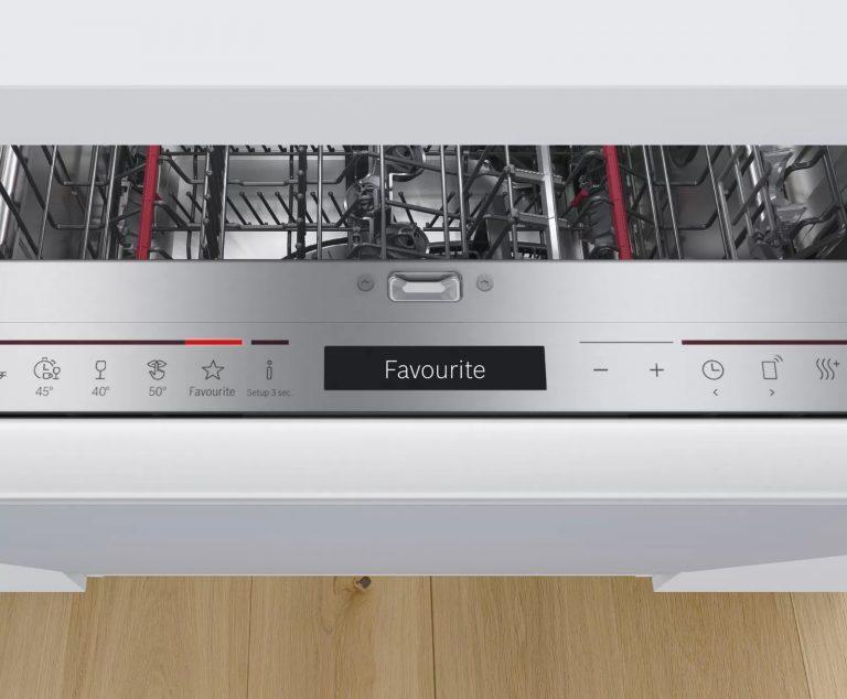 Máy rửa bát Bosch có hệ thống điều khiển trực quan.