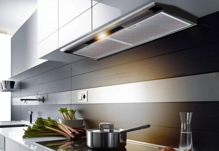 Máy hút nùi giúp căn bếp không còn những mùi khó chịu khi nấu nướng.