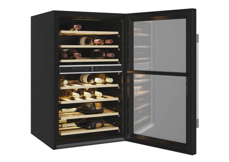 Tủ đựng rượu vang Roseries RWC154DE đến từ thương hiệu Pháp có thiết kế gọn gàng, có thể lắp đặt âm tủ hoặc đứng độc lập.