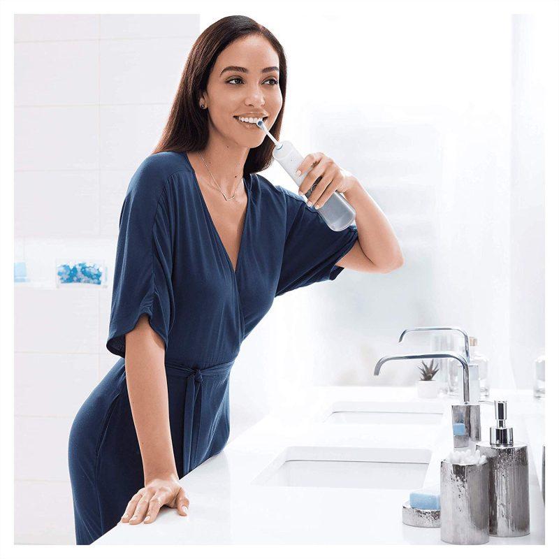 Tăm nước Oral-B Aquacare 4 giúp cải thiện sức khỏe răng miệng cho bạn một cách tốt nhất.