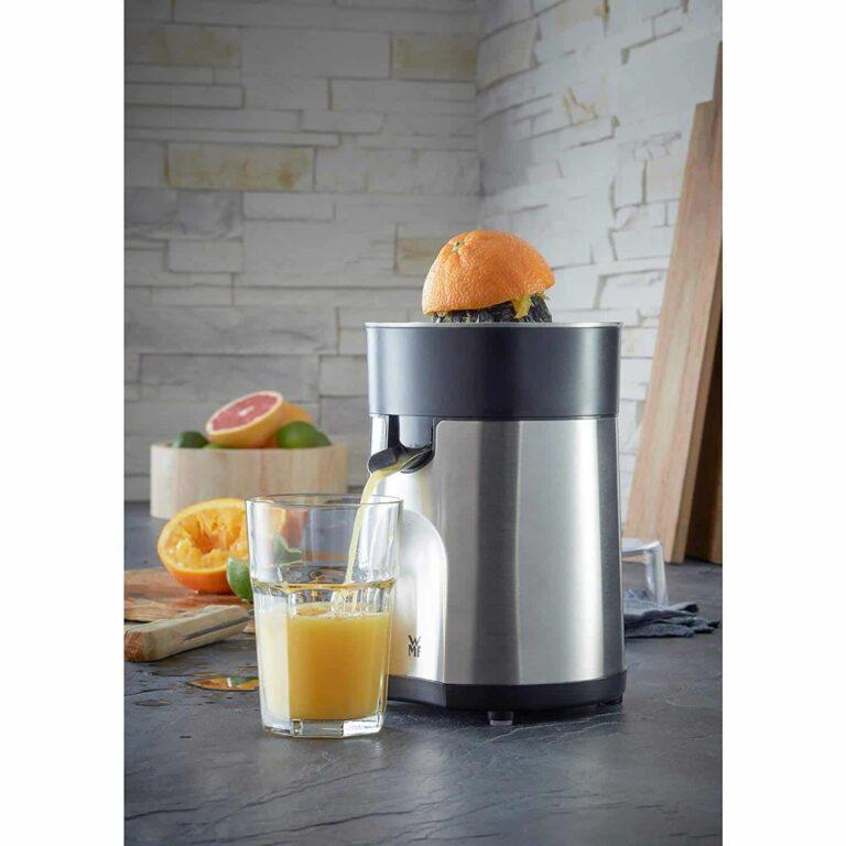 Máy vắt cam WMF Stelio cho bạn những cốc nước cam ngon khởi đầu ngày mới.