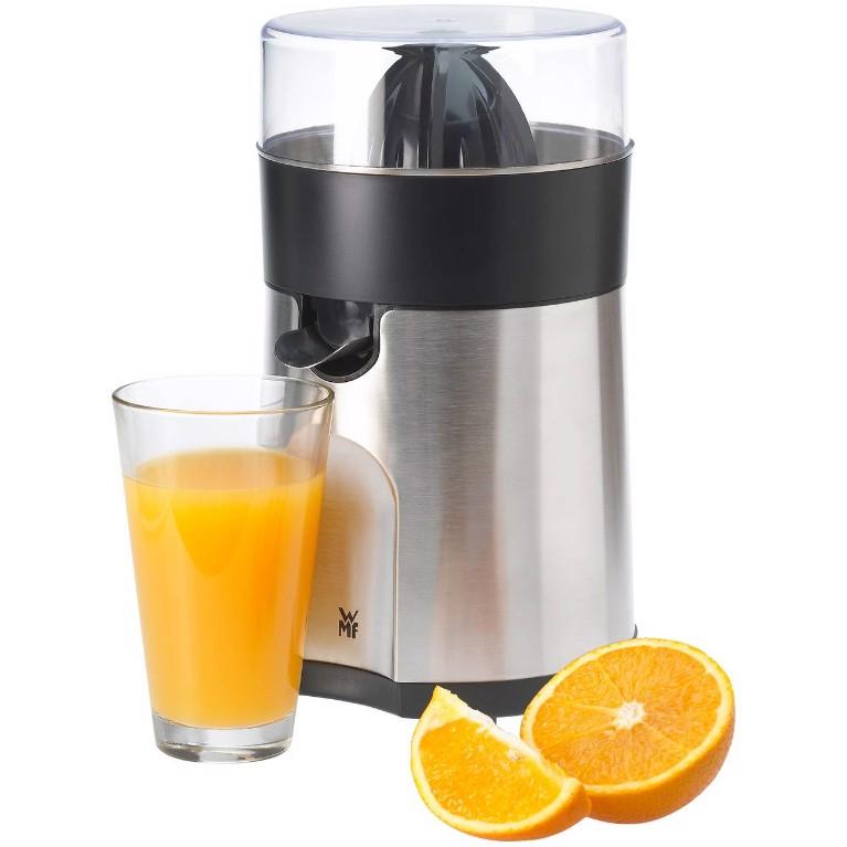 Máy vắt cam WMF Stelio cho những cốc nước cam ngon lành.