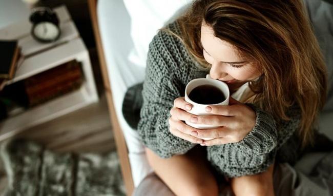 Uống cà phê mỗi ngày giúp bạn tỉnh táo hơn.