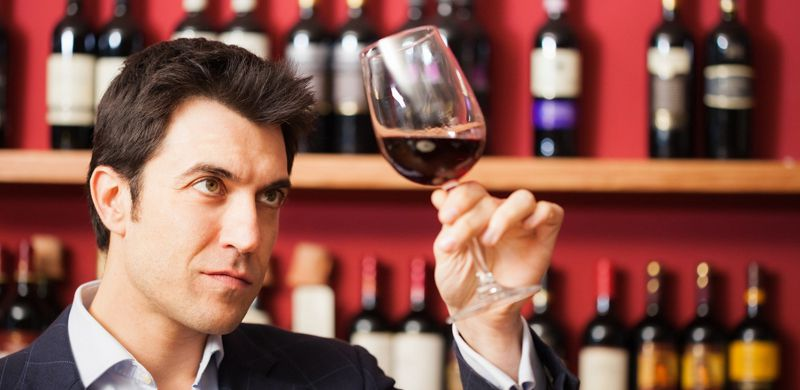 Ly rượu vang ngon sẽ làm bữa tiệc của bạn trở nên hoàn hảo hơn.