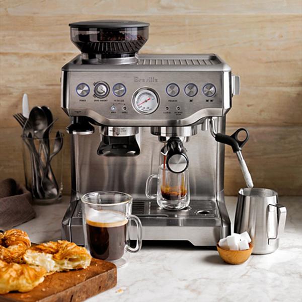 Máy pha cà phê rất tiện dụng cho cuộc sống bận rộn ngày nay.