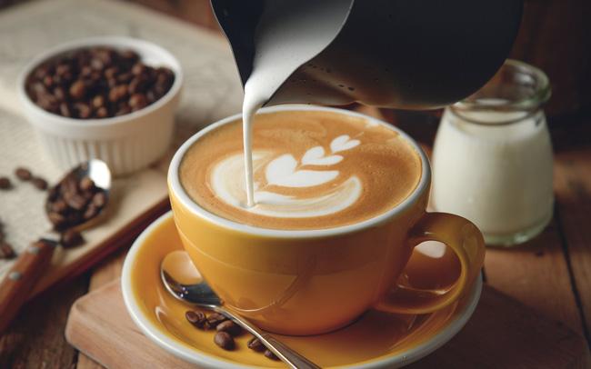 Thay đường bằng kem sẽ giúp bạn uống cà phê lành mạnh hơn.