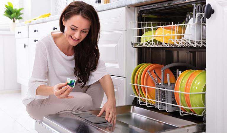 Dùng máy rửa bát Bosch giúp bạn tiết kiệm nước và chất tẩy rửa tối đa.