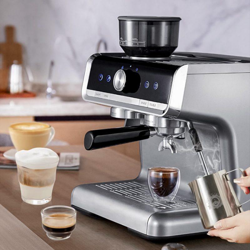 Thường xuyên vệ sinh sẽ giúp máy pha cà phê hoạt động trơn tru, cho ra những ly cà phê thơm ngon.