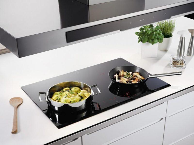 Bếp từ đôi giúp việc nấu nướng trở nên nhanh chóng hơn.