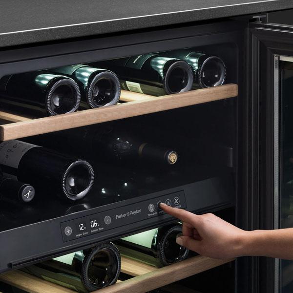 Rượu vang cần được bảo quản ở nhiệt độ và độ ẩm thích hợp trong tủ đựng.