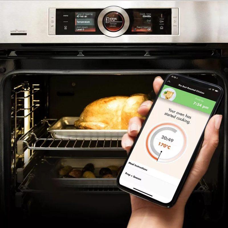 Lò nướng Bosch Series 8 có kết nối mạng và điều khiển từ xa giúp nấu nướng thuận tiện bất kỳ lúc nào.