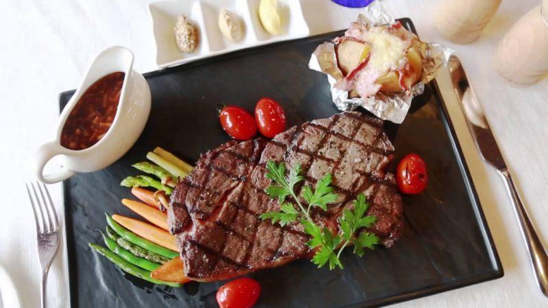 Thịt bò xông khói bọc bít tết bằng nồi chiên không dầu