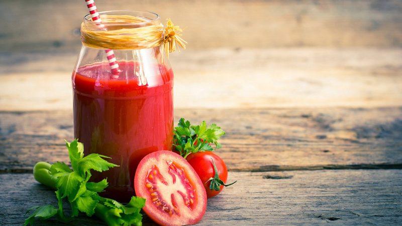 Nước ép trái cây cà chua rất tốt cho sức khỏe của trẻ nhỏ