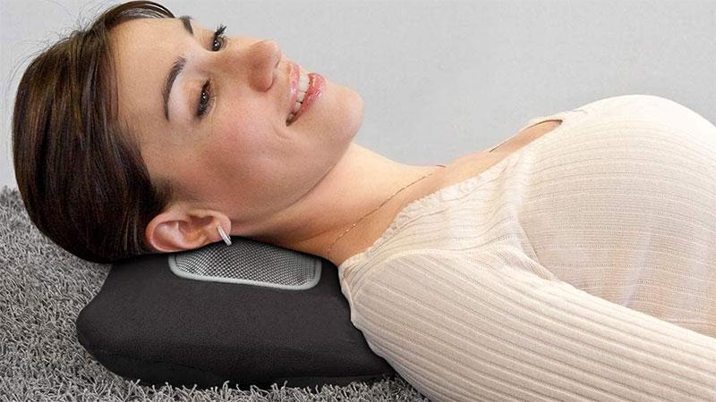 Gối massage đem lại cảm giác dễ chịu cho người sử dụng, xua tan căng thẳng mệt mỏi