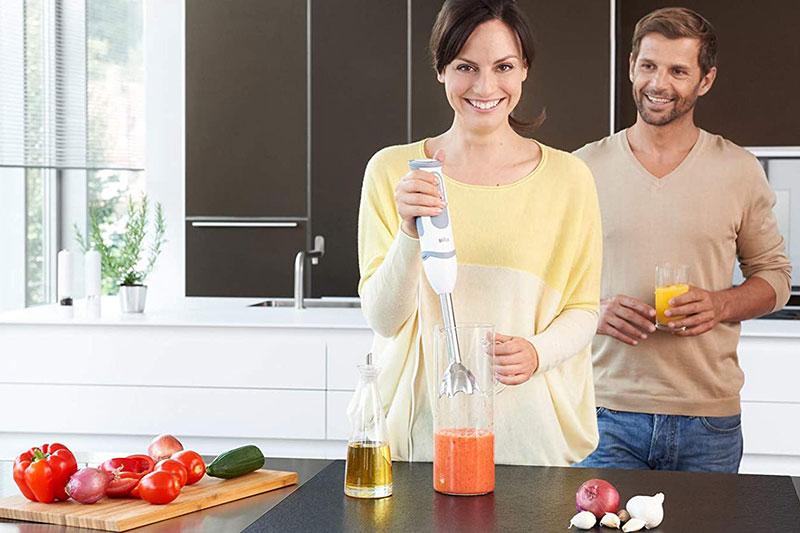 Máy xay cầm tay Braun hỗ trợ bạn chế biến món ăn ngon.