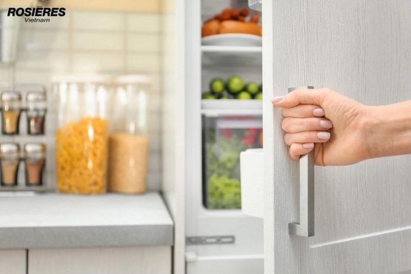 Sử dụng tủ lạnh không nên mở cửa quá lâu.